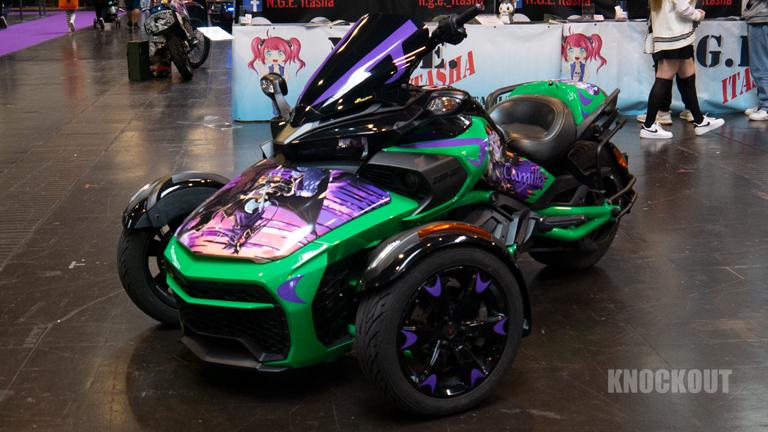 Anime-Style Autos auf der Itasha Ausstellung der DoKomi 2021