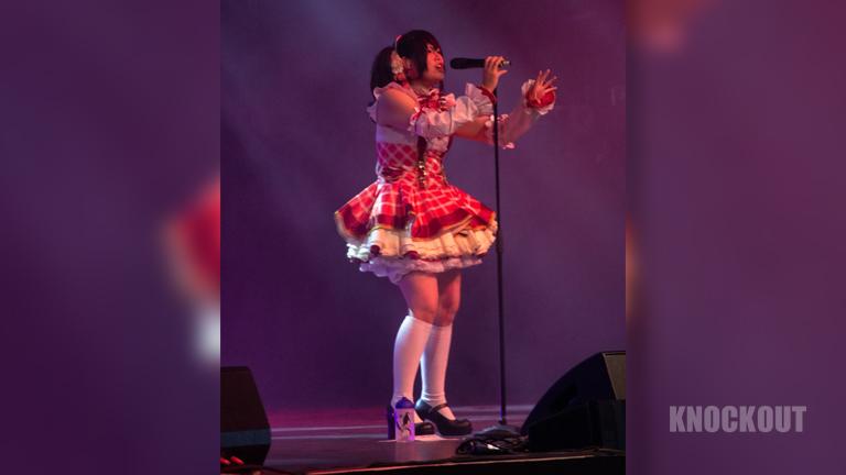 J-Pop-Sängerin Shiroku auf der DoKomi 2021